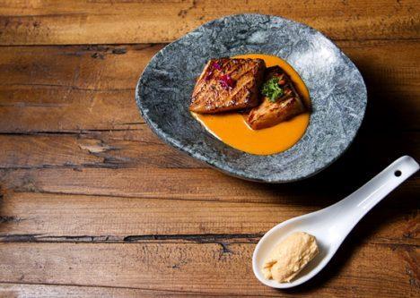 Rosada con crema de salmón Chovas y salsa Teriyaki, Pescaviar