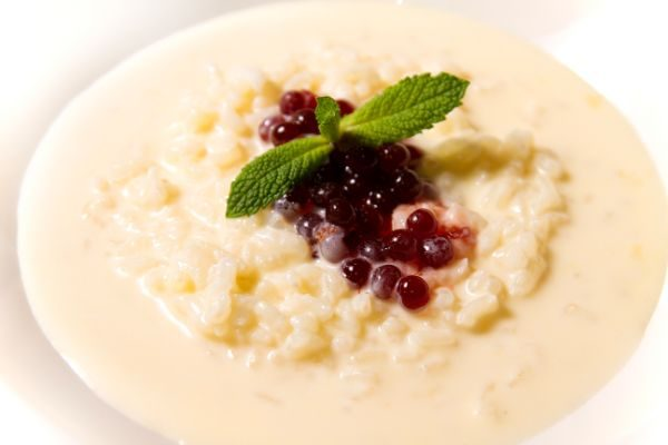 RICE PUDDING AND STRAWBERRY PEARLS
