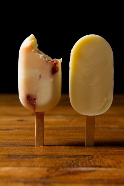 IDIAZABAL CHEESE MAGNUM WITH STRAWBERRY PEARLS