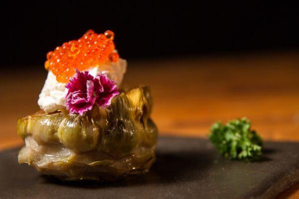 receta de alcachofas con huevas de trucha de Pescaviar